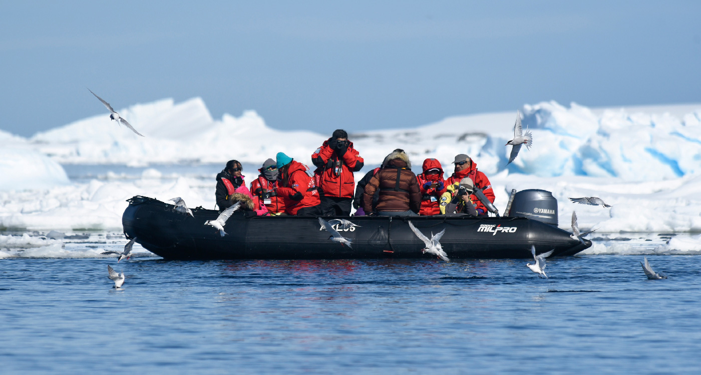 Our-travellers-in-Antarctica2